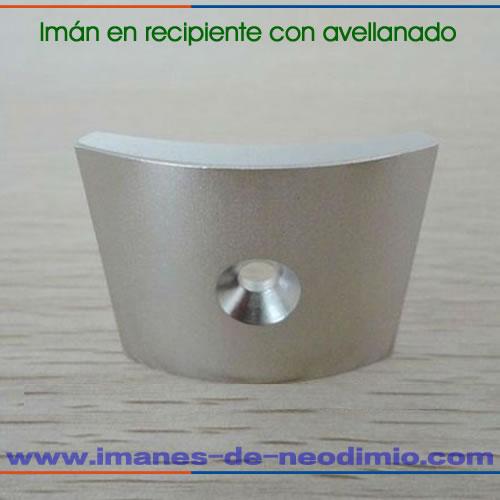 segmento imanes en recipiente avellanado para motor
